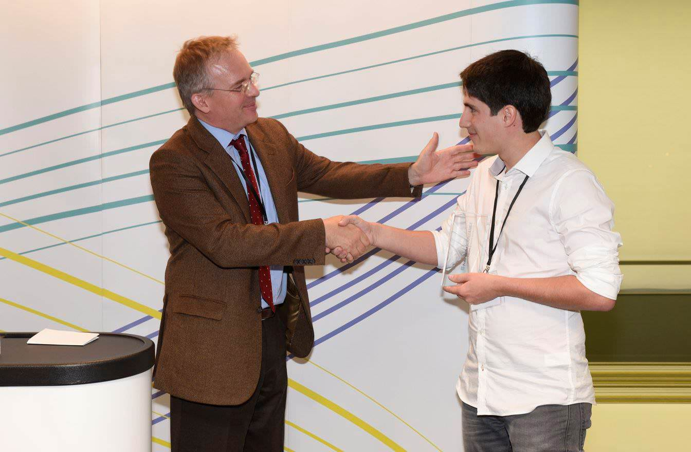 Bruno Ribeiro, researcher at NGNS, receiving the first place award.